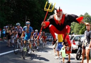 devil-tour-de-france-fan